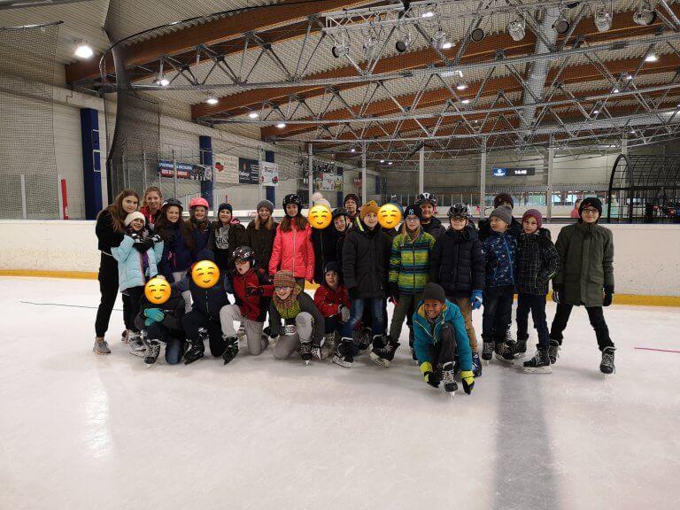 Eislaufen im Sportunterricht